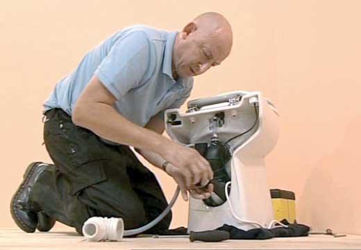 Comment déboucher un wc avec broyeur compact?
